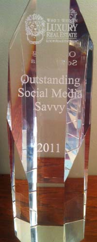 Li Read wins the Social Media Savvy award at the 2011 LuxuryRealEstate.com conference.